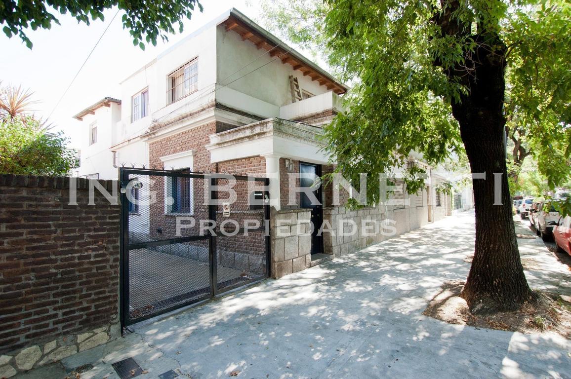Casa en PH de 5 ambientes - 4 baños - Garaje - EXCELENTE -