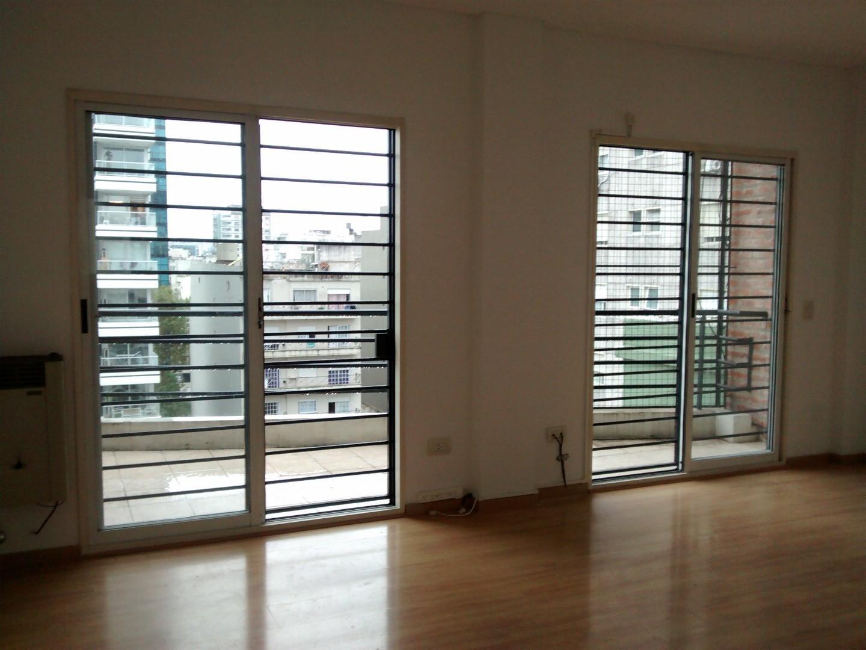Excelente departamento de dos ambientes con balcon al contrafrente con vista abierta!