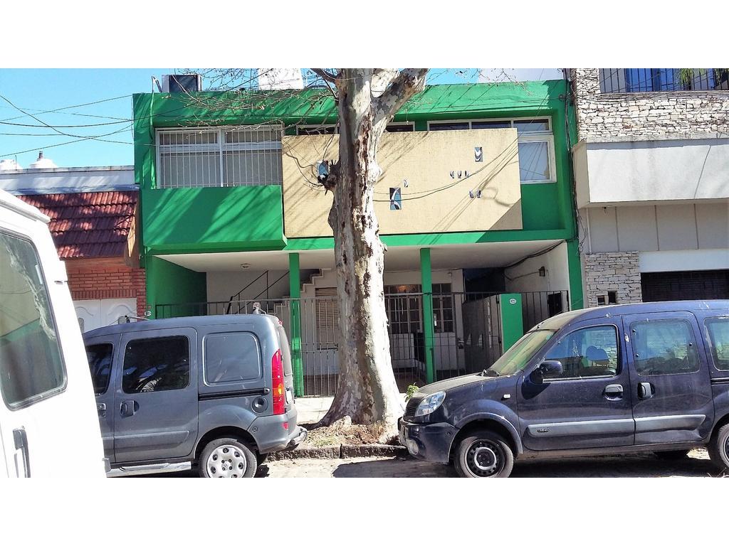 DEPARTAMENTO TIPO CASA 2 AMBIENTES CON COCHERA Y BALCON EXCELENTE ESTADO SIN EXPENSAS