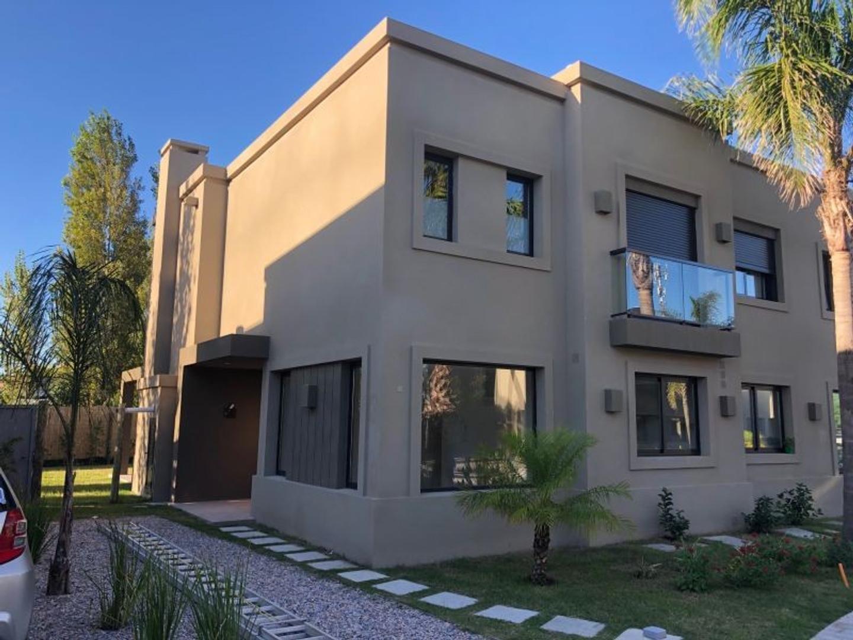 Casa en Venta en Canelones - 4 ambientes