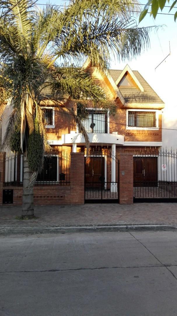 Casa en Venta en Lomas Del Mirador - 5 ambientes