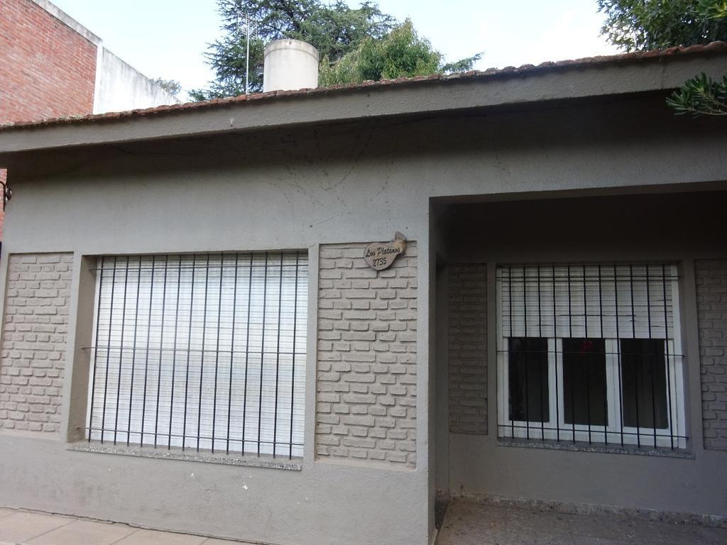 ROBLES DEL MONARCA - CASA -MUY  BUENA UBICACION CERCA DE ENTRADA, CALLE  LOS PLATANOS