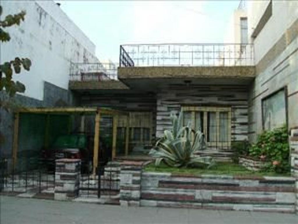 casa 3 ambientes con jardin