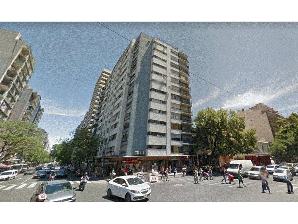 Amplio 3 Ambientes + Dependencia y Balcón. Esq. de Av. Corrientes y Av. Angel Gallardo, Imperdible!