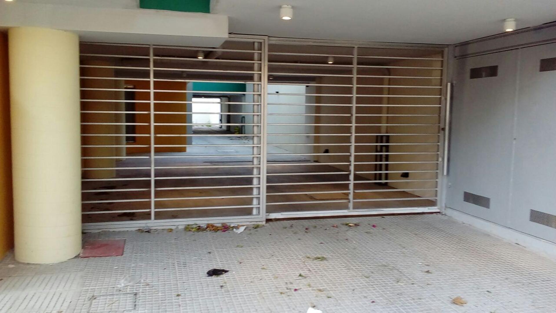 COCHERA CUBIERTA EN VENTA - VILLA URQUIZA