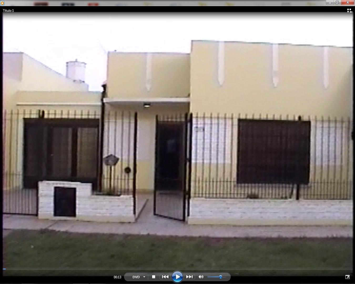 EXCELENTE CASA   CON TODOS LOS SERVICIOS BARRIO -SAN BERNARDO LUJAN BS. AS. APTO CREDITO.