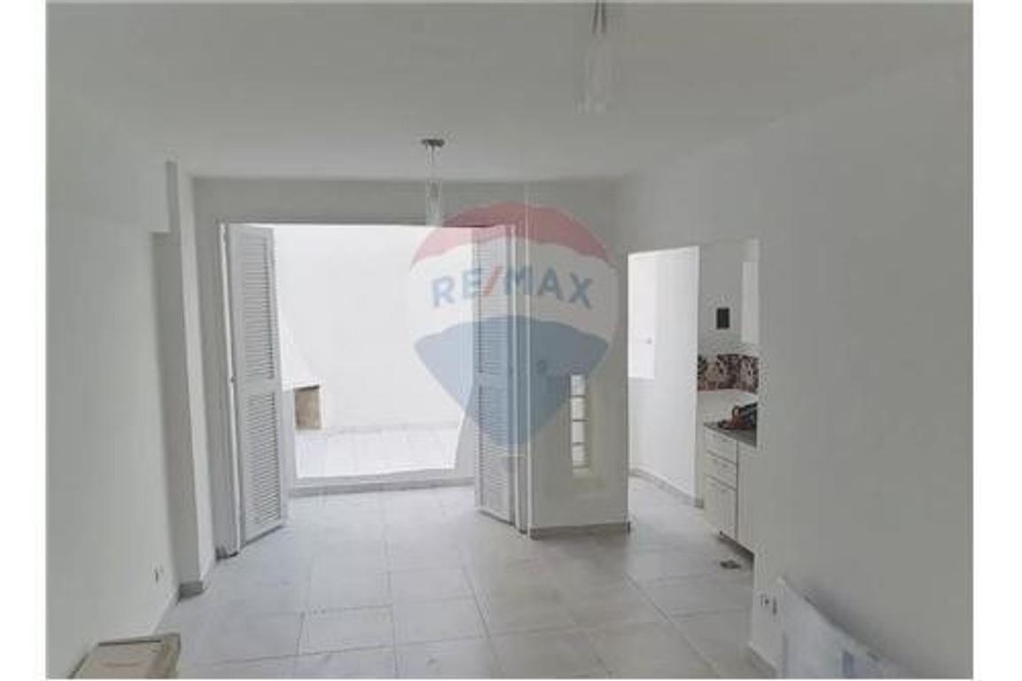 Depto 1 amb, 42m², patio c/cerramieto corredizo