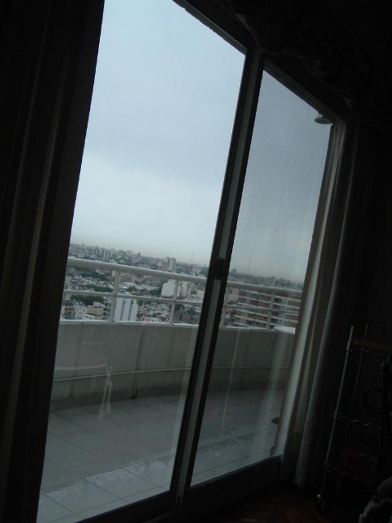 Espinosa y Avellaneda - 2 ambientes con Cochera y Baulera - Piso alto con vista a la Ciudad -