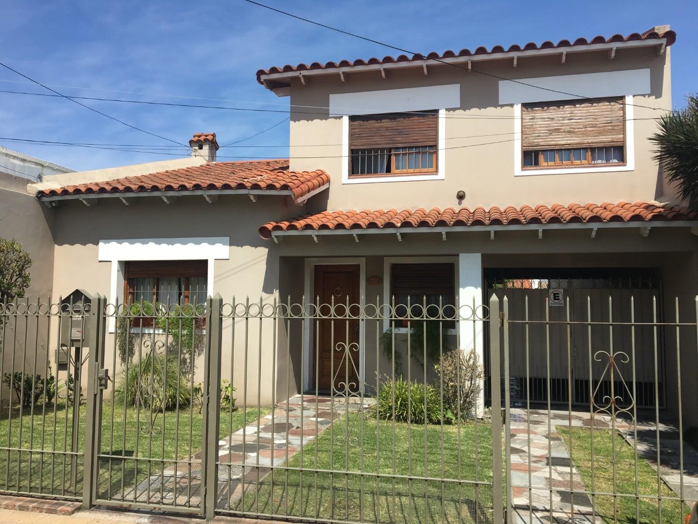 Casa en Venta en Ensenada - 5 ambientes