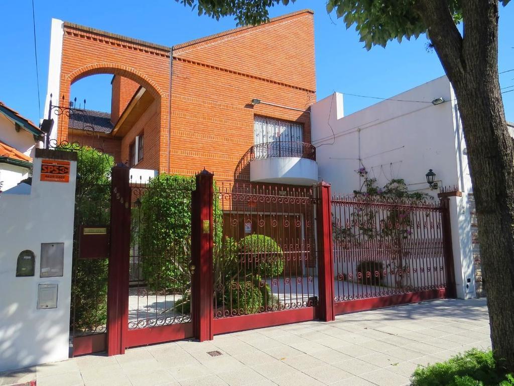 Casa en venta en simbron 4500 villa devoto argenprop for Casa de azulejos en capital federal