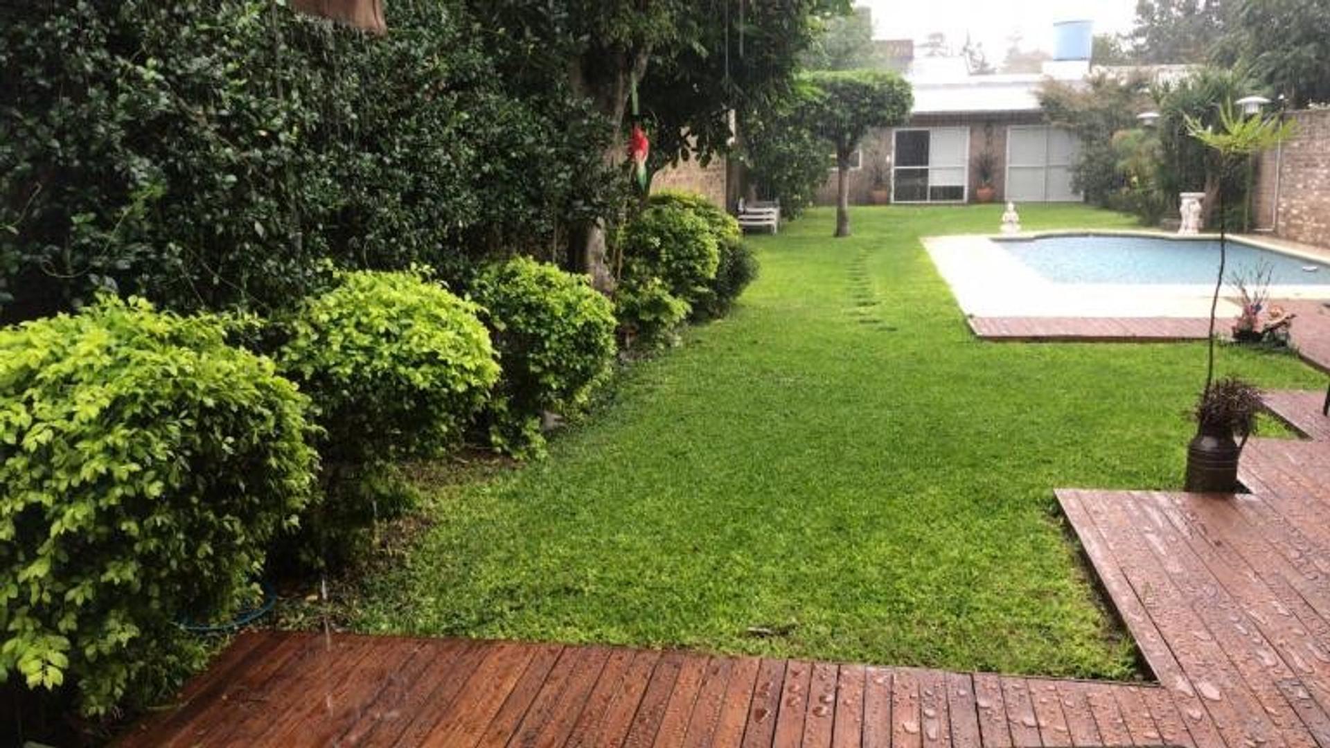 Casa en Venta en Santos Lugares - 4 ambientes