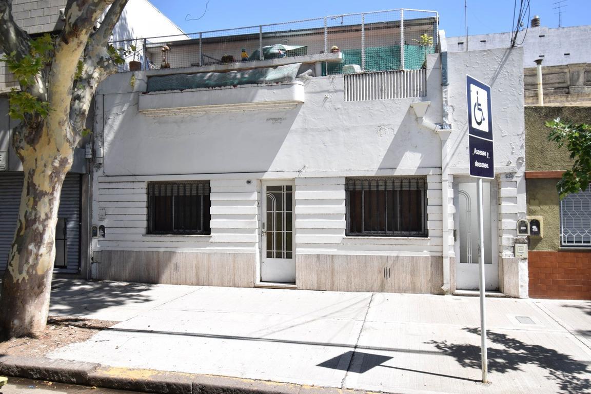 Vendo PH 7amb 1 baño, balcón aterrazado HOY FUNCIONA COMO PENSIÓN, buen estado de conservación