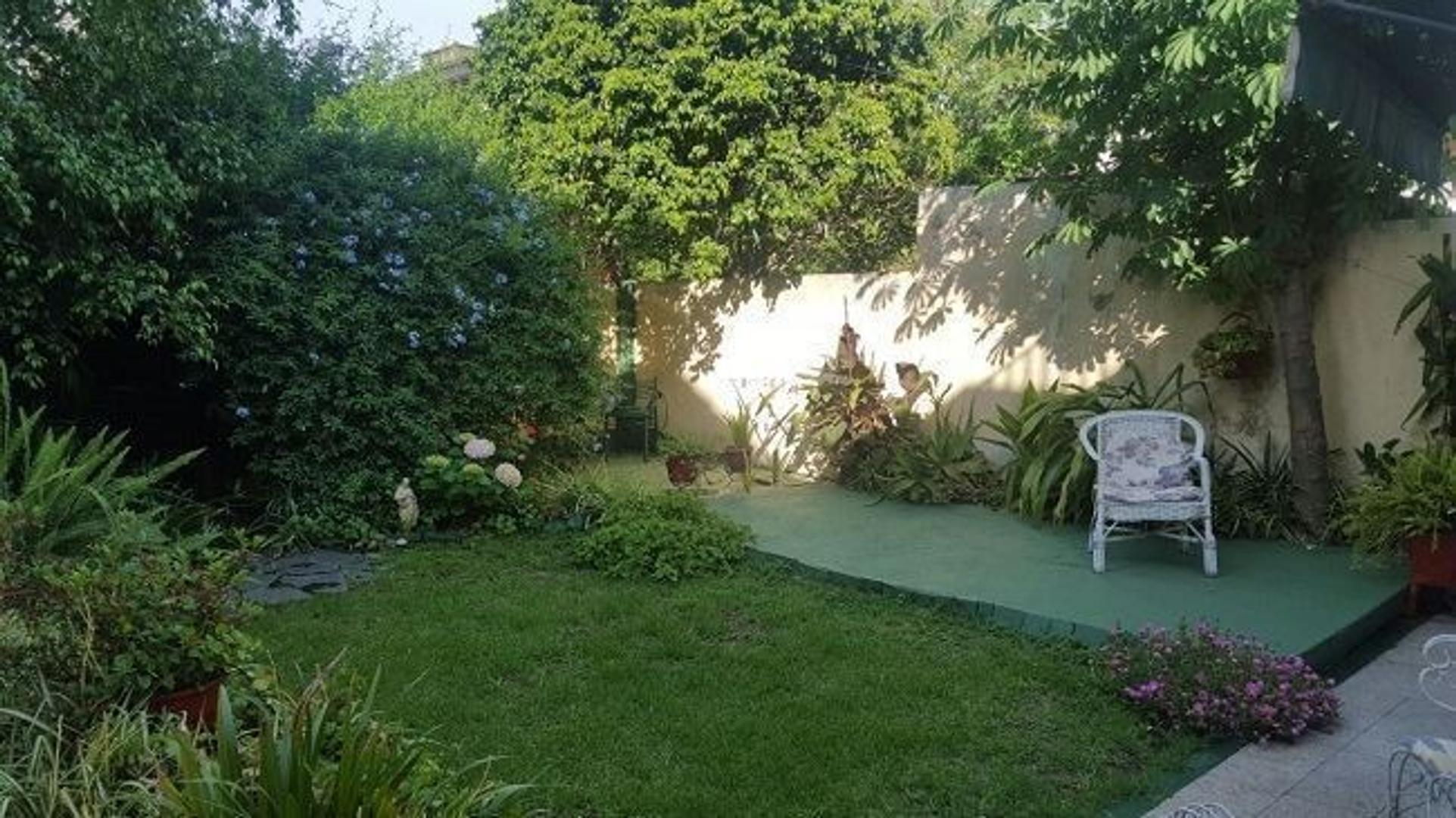 Casa en Villa Bosch  muy buen estado con garage