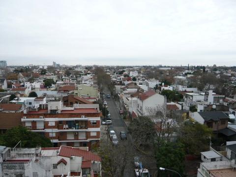 RESERVADO-Terraza con quincho propio. Cochera. A media cuadra de Av. Maipu.