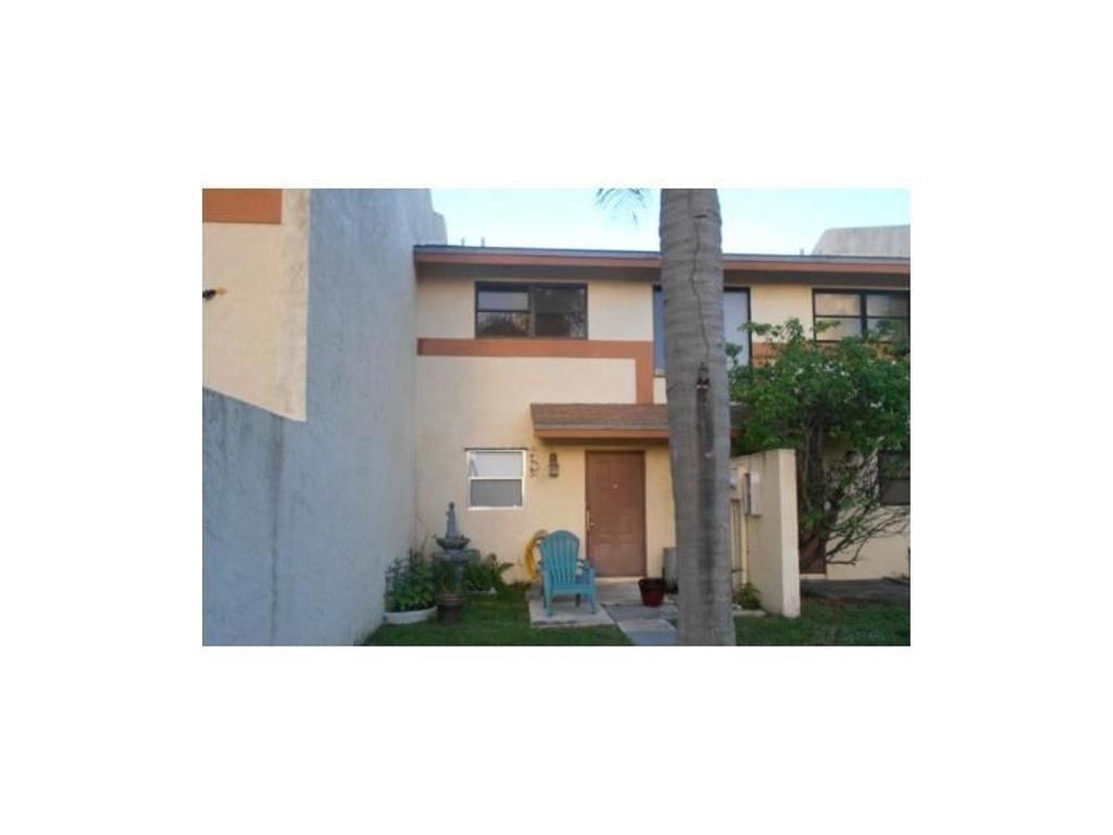 TOWNPLACE OF POMPANO - 2 habitaciones 2 baños 1 Garage - Alquilada en $1,000 hasta Abril 2016