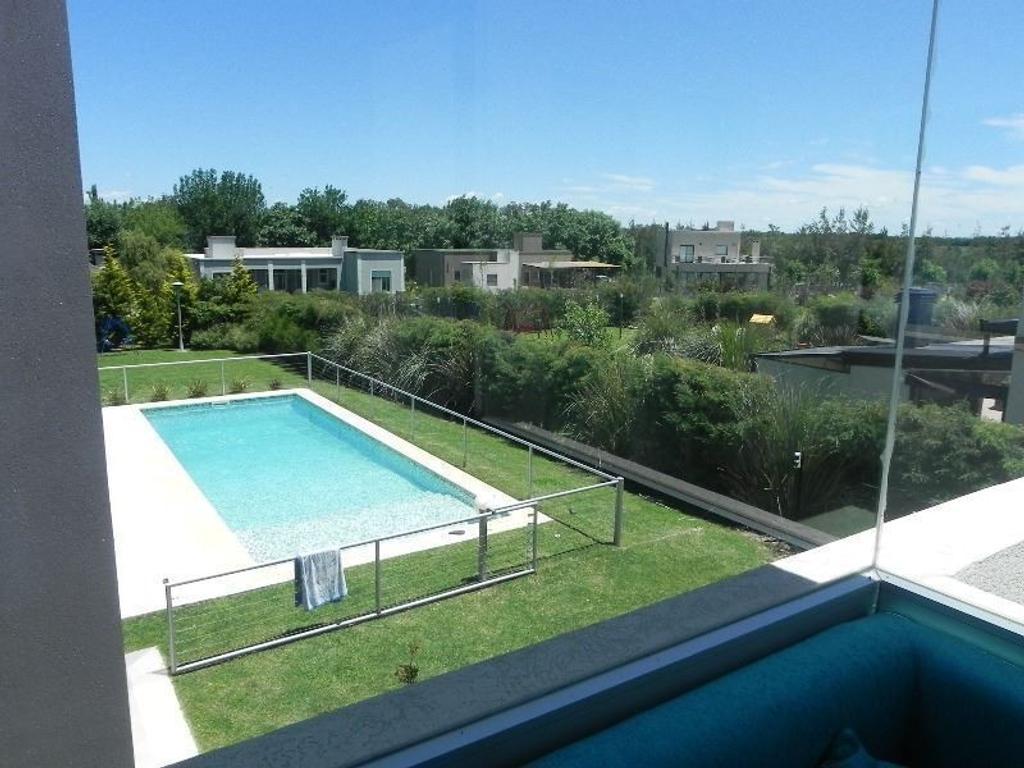 Casa en venta en Club de Campo Los Puentes, Lujan.