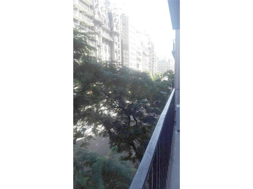 Semipiso 3 ambientes c/dep palier propio living y comedor, balcón a la calle. guardacoche, categoria