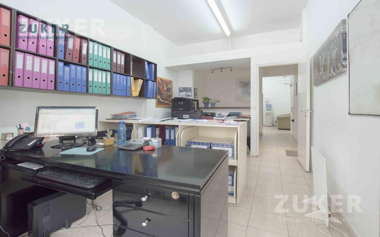 Oficina en 1° piso con local