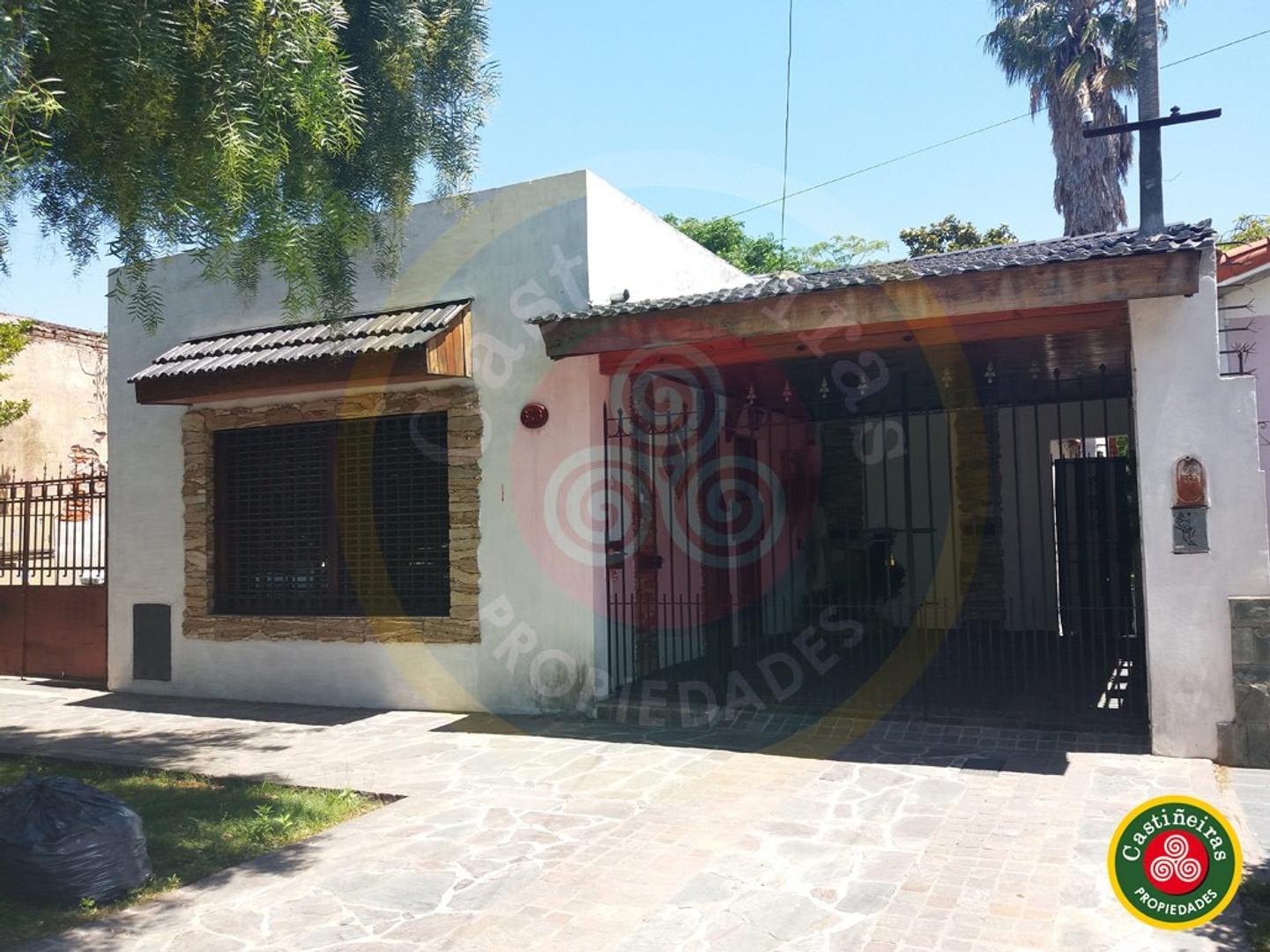 Muy Linda Casa - Excelente Ubicación - Cochera - Quincho - Parque Libre - Lote 8.66 X 39.13