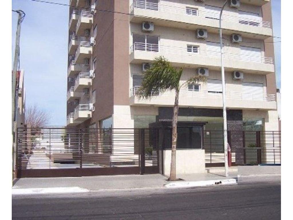 Excelente departamento en venta de 3 ambientes en Edificio Torre del Pilar.