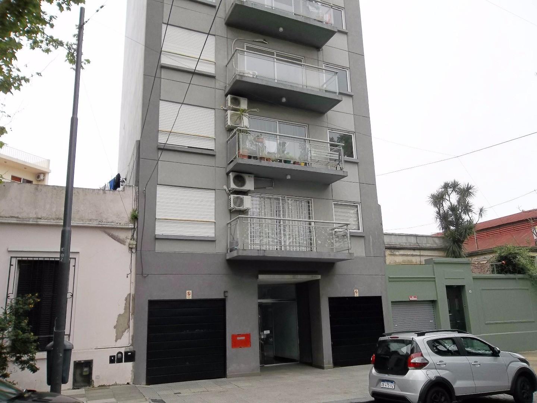 Monoambiente contrafrente con balcon -