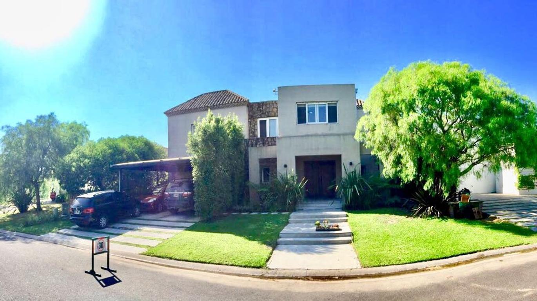 Casa a la laguna Santa Barbara