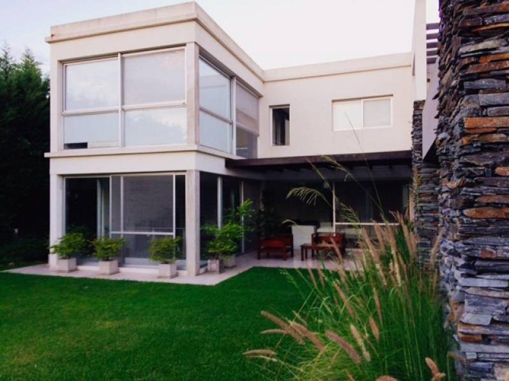 Excelente Casa en Villa Olivos
