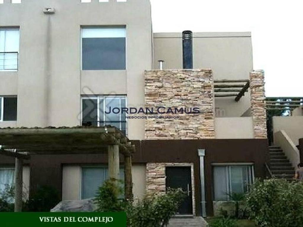 PROXIMA ESCRITURACION CASA DE DOS PLANTAS EN HOMES 2 CON JARDIN