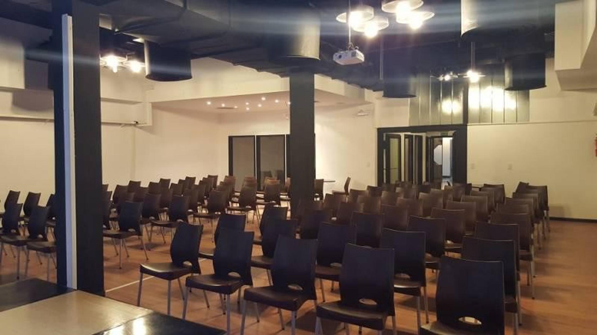 Tipo auditorio, amplio, desarrollado en PB, excelente estado Florida 900