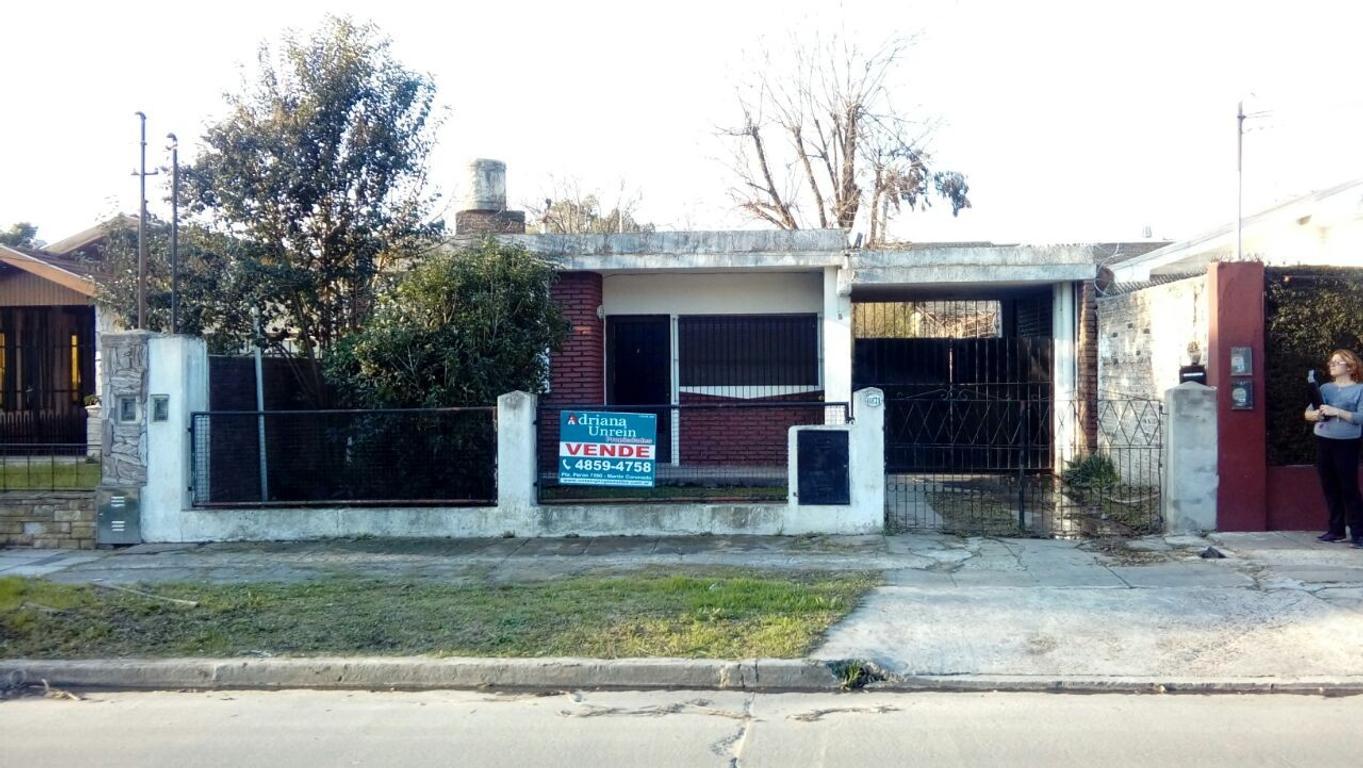 Casa en lote propio de 350m2 a 1 cuadra de Ruta 8 y G. Lavalle. Loma Hermosa.