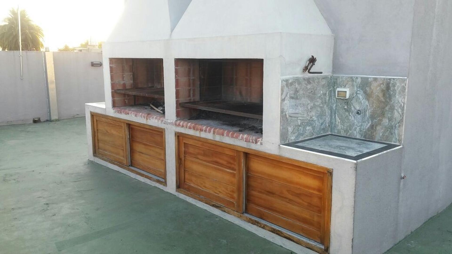 Hermoso departamento 2 amb. con 2 aires acond.nuevos artefacto de cocina y cochera
