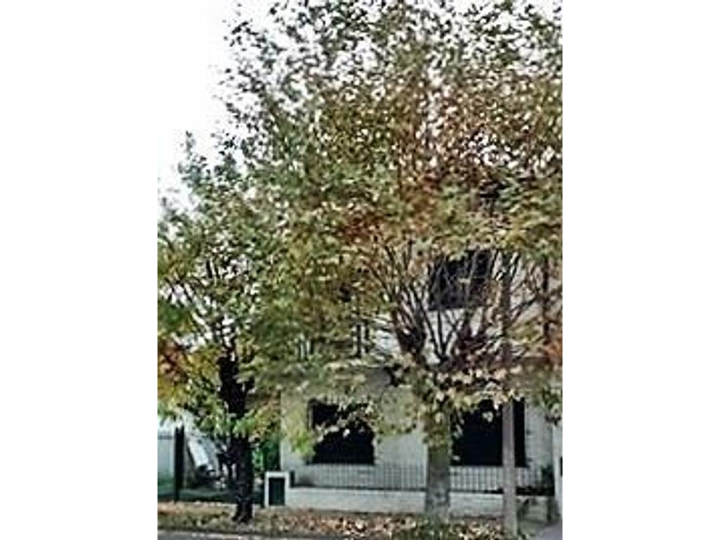 Venta Casa Chalet 7 amb zona Ramos Mejia Sur. Cochera para 2 autos. patio con parrilla. 3 dorm.