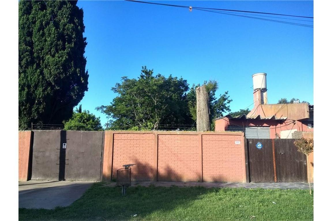 Excelente casa Quinta con 3 locales s/ Av.Estrada!