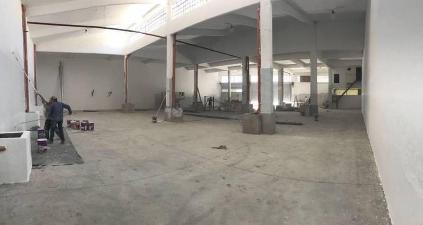 Alquiler Depósito 950 m2 -  Parque Patricios