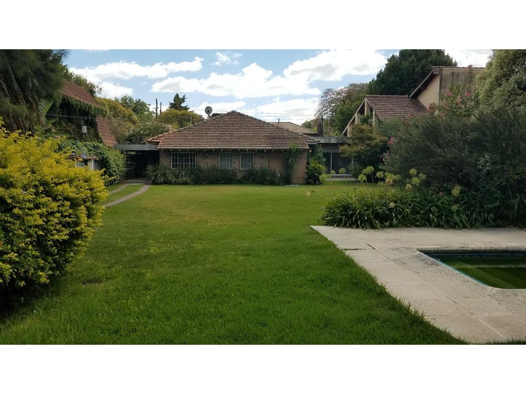Muy buena casa en una planta -  En uno de los mejores sectores del Triangulo, jardín espectacular -