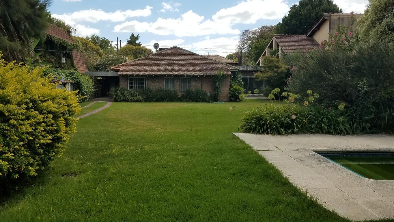 Muy buena casa en una planta - En uno de los mejores sectores del Triangulo - EXCELENTE JARDÍN !
