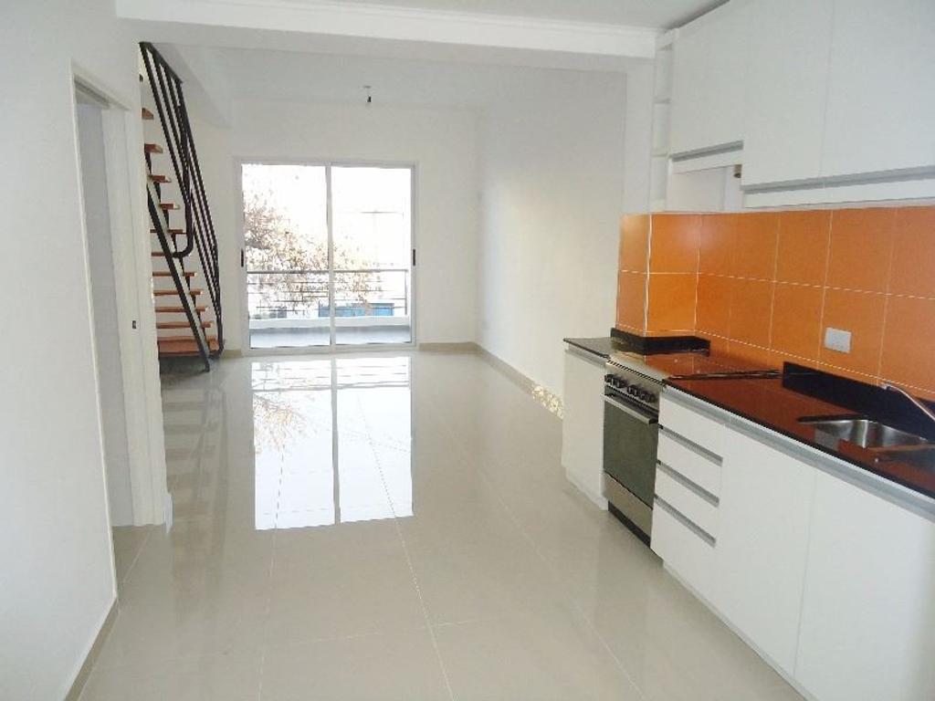 Exclusivo PH 3 ambientes en duplex en venta con patio y balcon