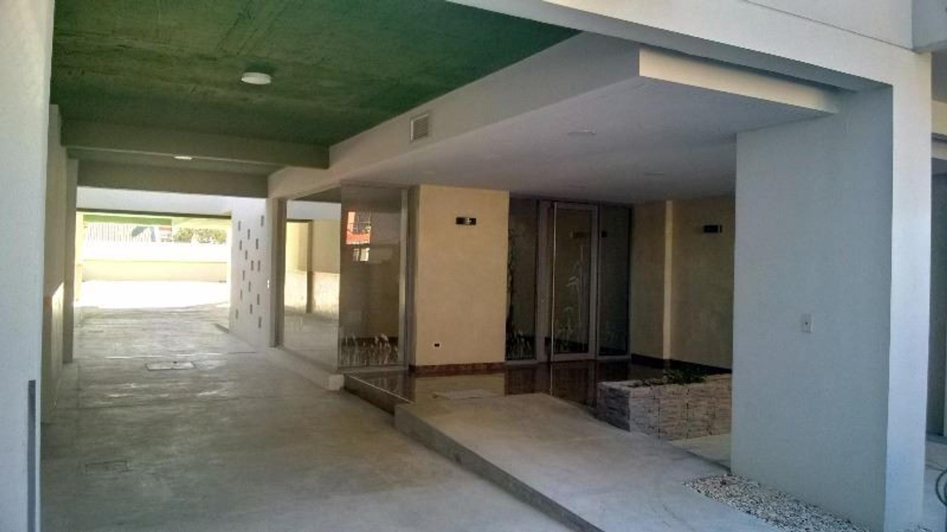 VENTA HERMOSO MONOAMBIENTE CON 42M MIRA AL FRENTE CON BALCON EDF A ESTRENAR
