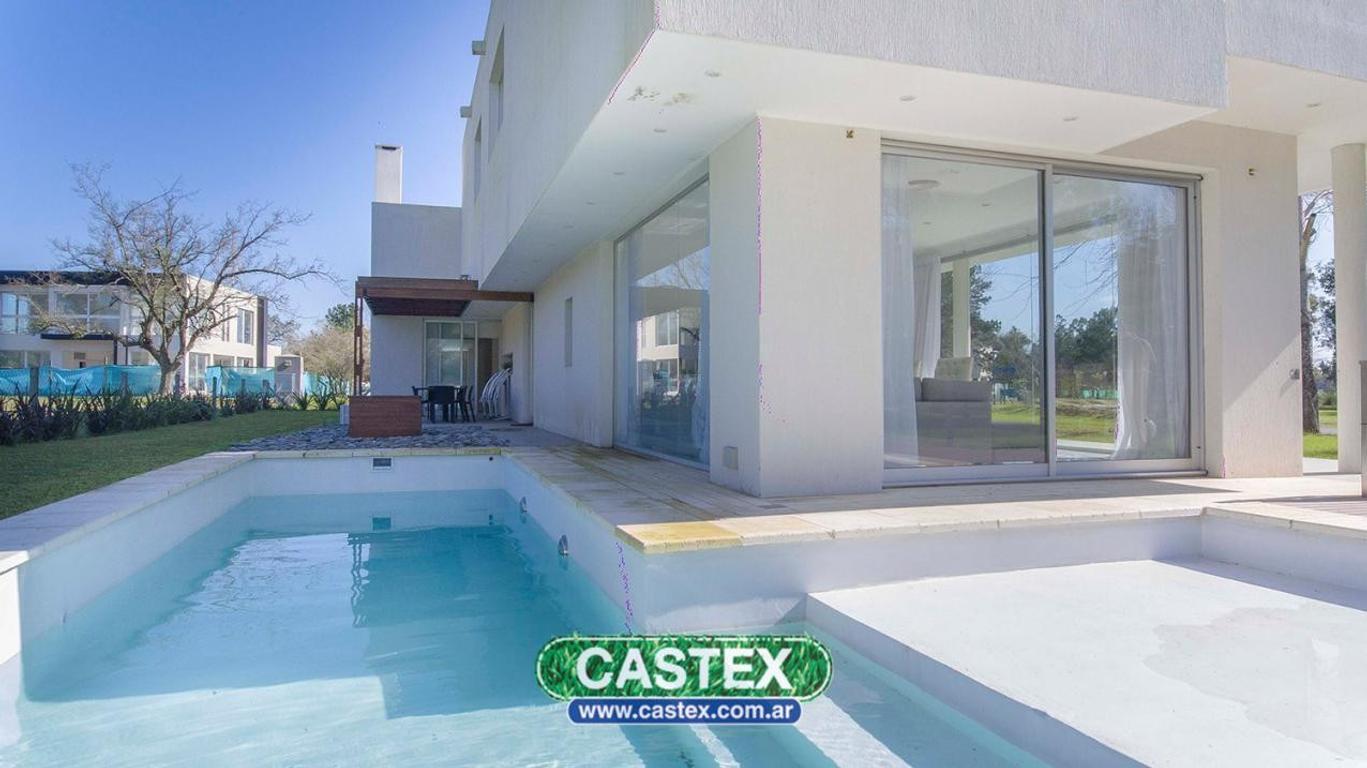 Moderna casa en venta en Terralagos