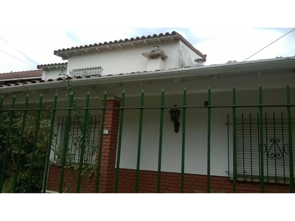 Hermosa casa en Bernal!!! 3 Ambientes!! Excelente ubicación!!!