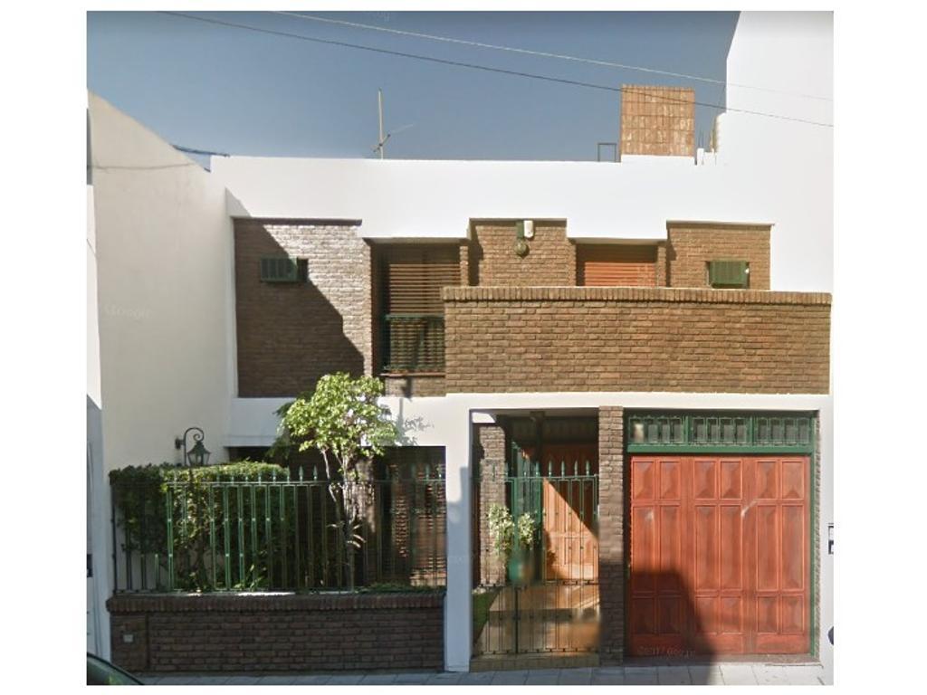 Casa  6 amb,  con Garaje y Parque en exclusiva zona de Lanus