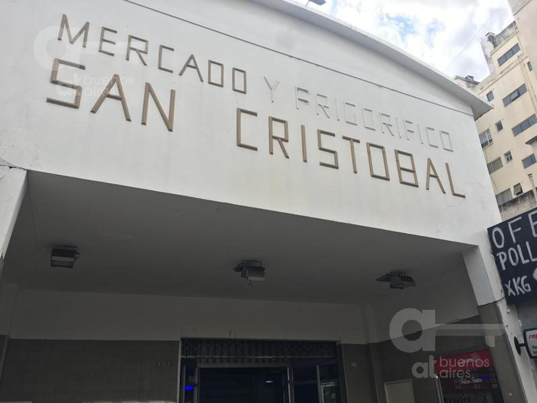 Local  Independencia y Entre Ríos. A mts. de la entrada principal.