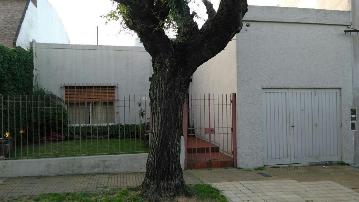 Ph de 3 ambientes con cochera y jardín