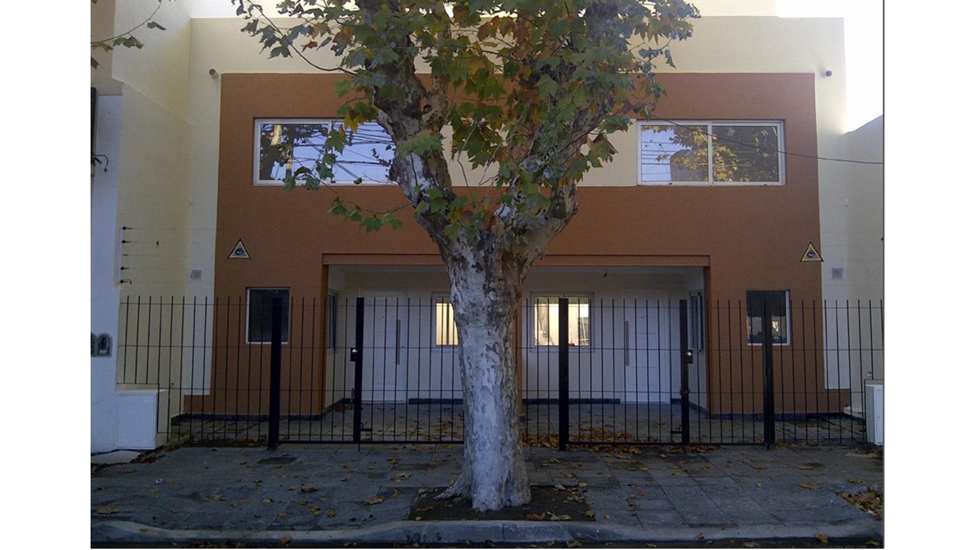 Duplex 4 amb cochera y patio. Sin expensas.