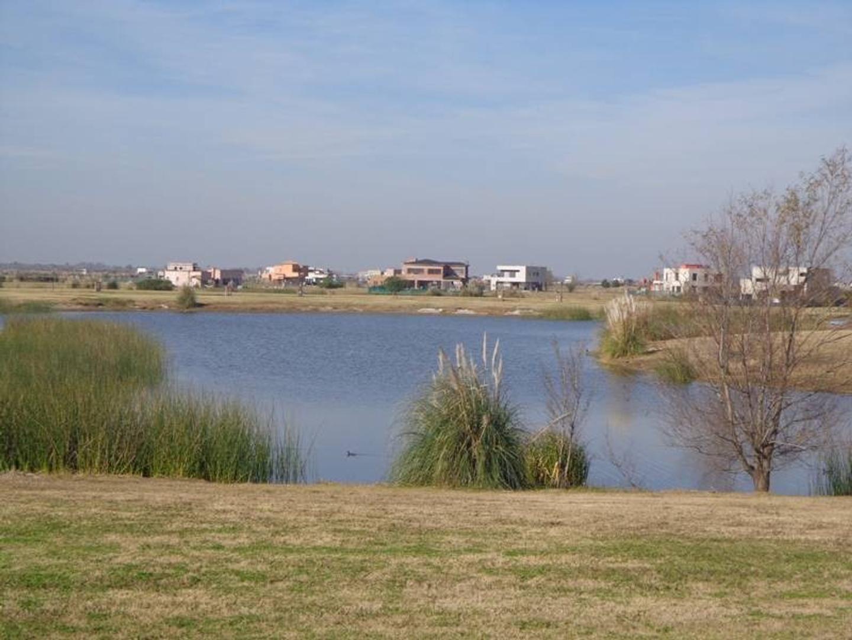 LOTE AL AGUA EN EL CANTON - Norte 239