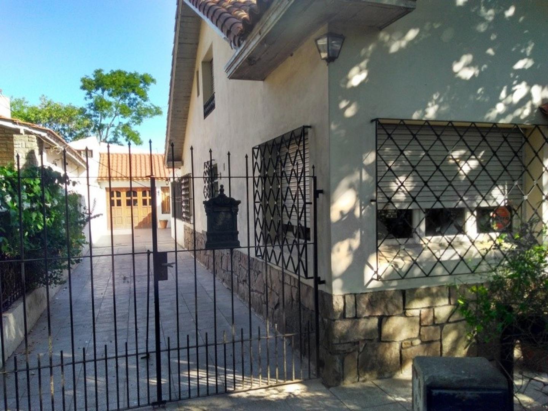 Casa 5 amb, con quincho cubierto y jardín. Bosque Alegre!