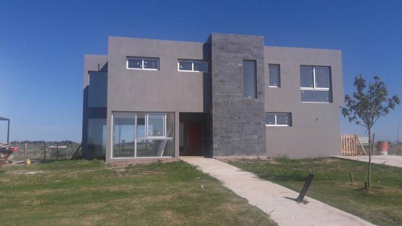 Venta de Casa en Puertos del Lago - Barrio Muelle - Escobar