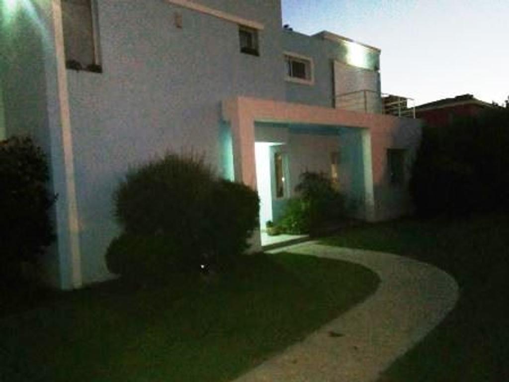 Venta Casa Multifamiliar - Dos propiedades -  Av. Pancha Hernadez - Capital - San Luis