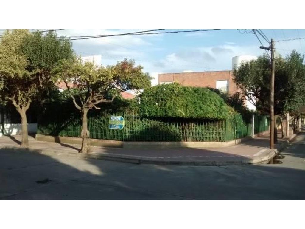 Casa esquina en Parque Horizonte