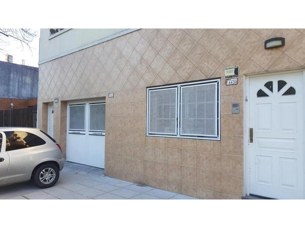 Departamento tipo casa en venta en p h 3 ambientes con for Piani casa con breezeway al garage